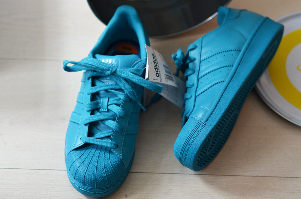 reputable site 34a44 74a1e Adidas Originals x Pharrell - Supercolor - Girl on kicks