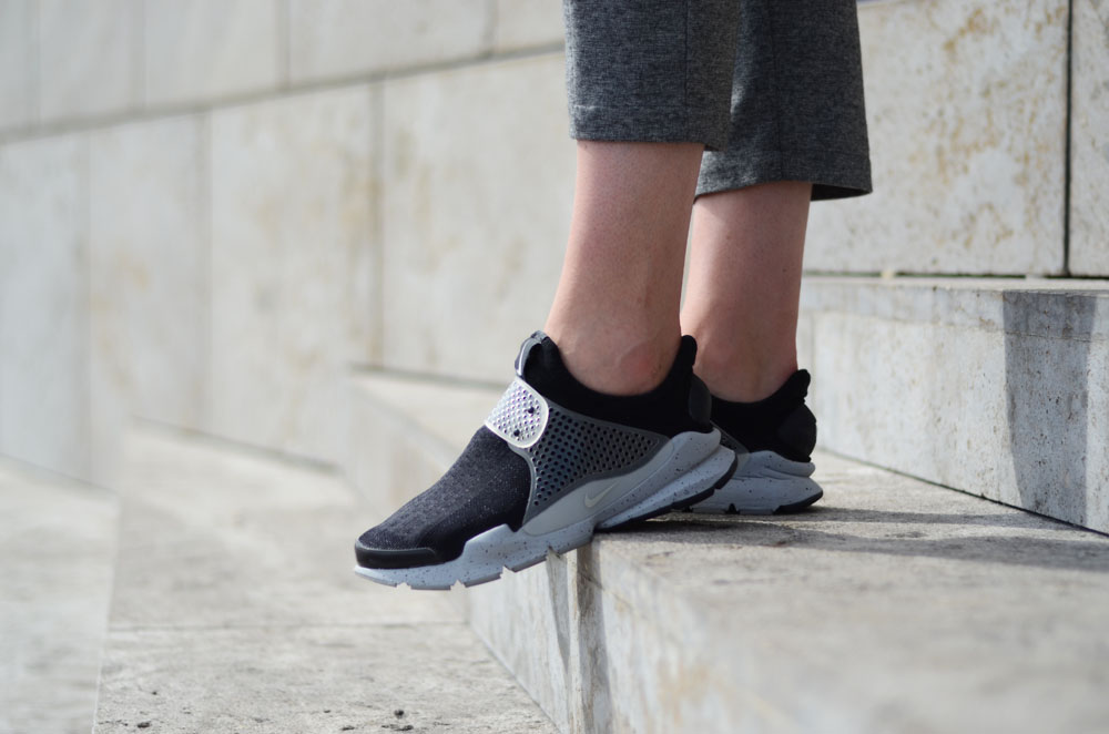 the latest 627ac d6261 Nike Sock Dart 'Oreo' - Girl on kicks