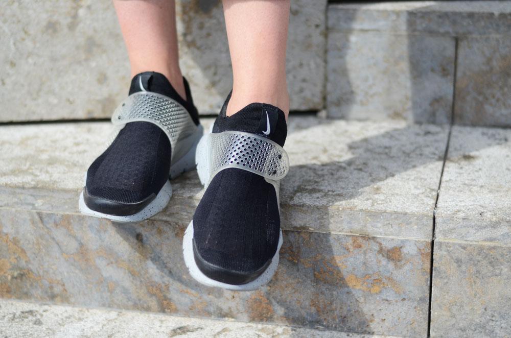 the latest e7eab 8e2a5 Nike Sock Dart 'Oreo' - Girl on kicks